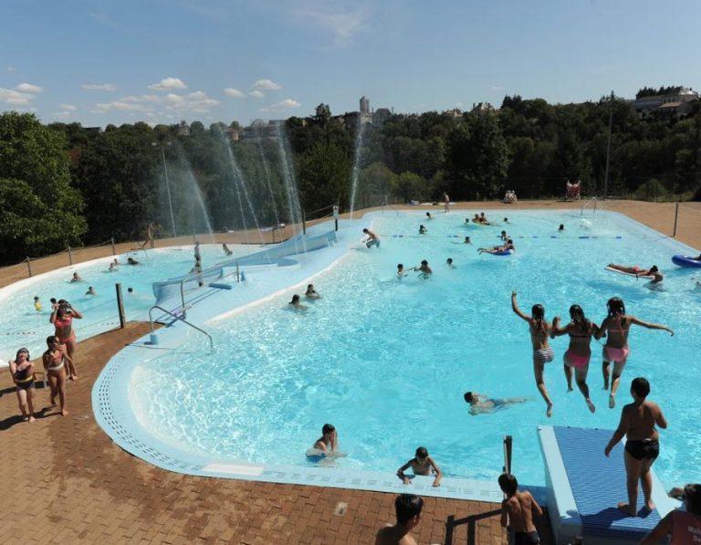 location-camping-au-lac-hautibus-piscine-exterieure-chauffee-bonnes-vacances-sarl