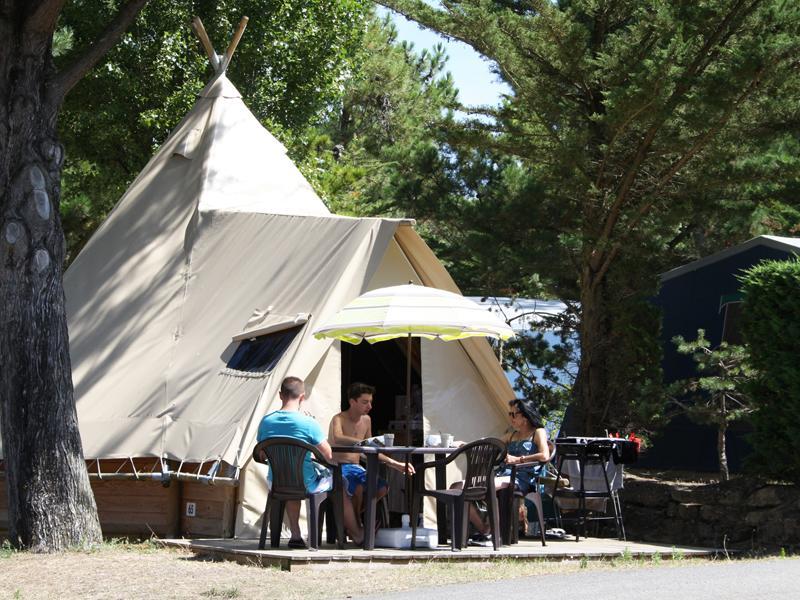 location-tipi-insolite-2-chambres-camping-vendee-bonnes-vacances-sarl