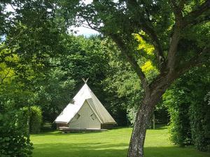 camping-le-moulin-des-effres-secondigny-location-tipi-insolite-4-personnes