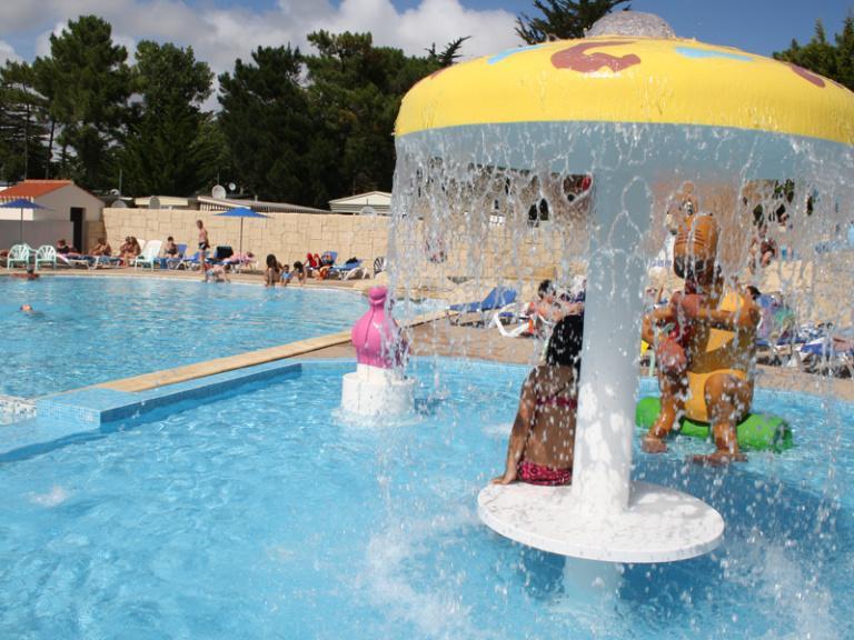 location-mobil-home-camping-piscine-enfant-saint-hilaire-de-riez-bonnes-vacances-sarl