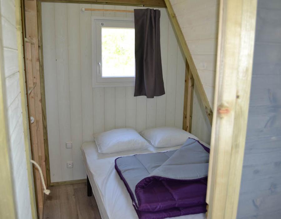 Lodge-chalet-6-personnes-chambre-parentale-camping-secondigny-bonnes-vacances-sarl