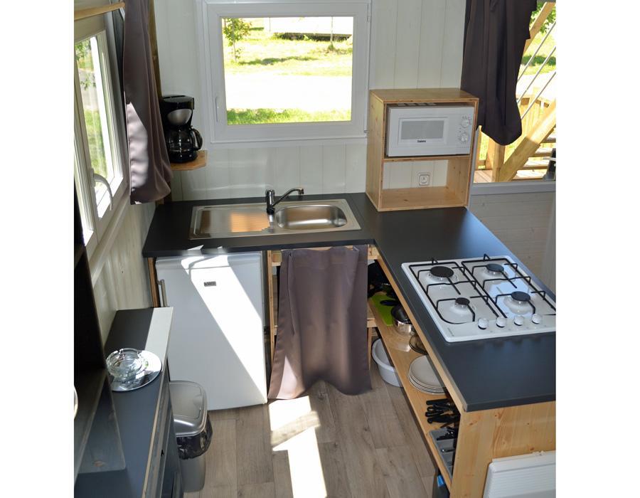 Lodge-chalet-insolite-6-personnes-avec-cuisine-camping-secondigny-bonnes-vacances-sarl