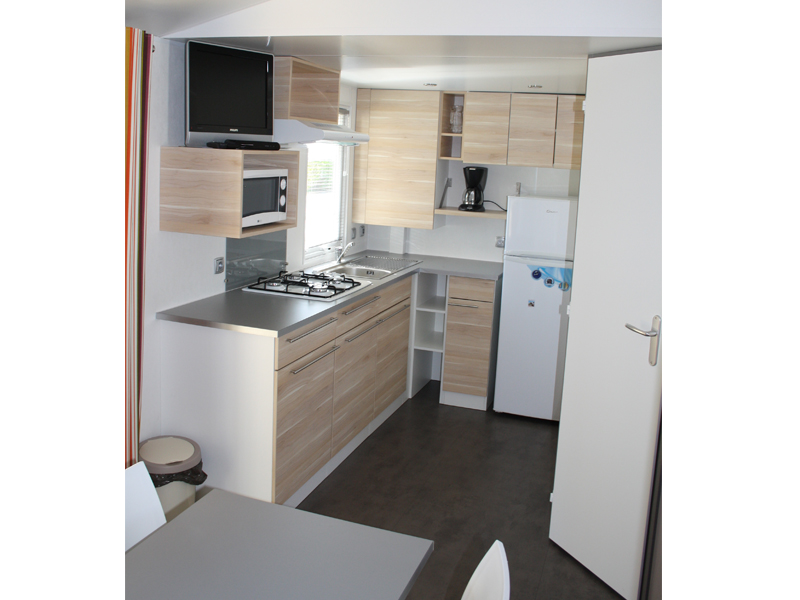location-mobil-home-2-chambres-5-personnes-cuisine-camping-vendee-bonnes-vacances-sarl
