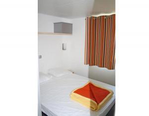 location-mobil-home-2-chambres-5-personnes-espace-lit-double-camping-secondigny-bonnes-vacances-sarl