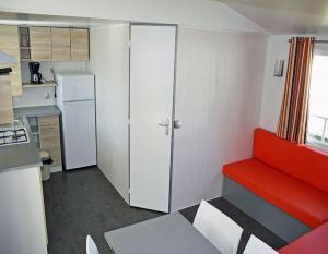 location-mobil-home-2-chambres-5-personnes-sejour-camping-secondigny-bonnes-vacances-sarl