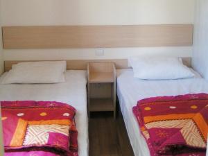 location-mobil-home-2-chambres-confort-plus-chambre-lit-simple-deux-sevres-bonnes-vacances-sarl