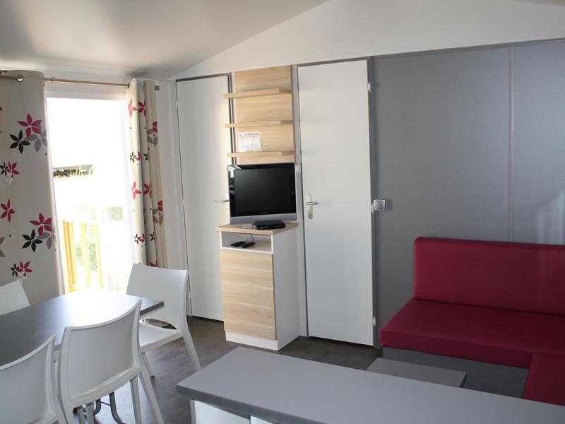 location-mobil-home-3-chambres-6-personnes-salon-camping-vendee-bonnes-vacances-sarl