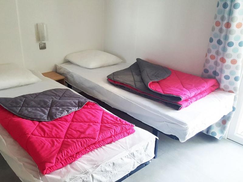 location-mobil-home-avec-2-salles-de-bain-pour-4-camping-saint-cyprien-bonnes-vacances-sarl