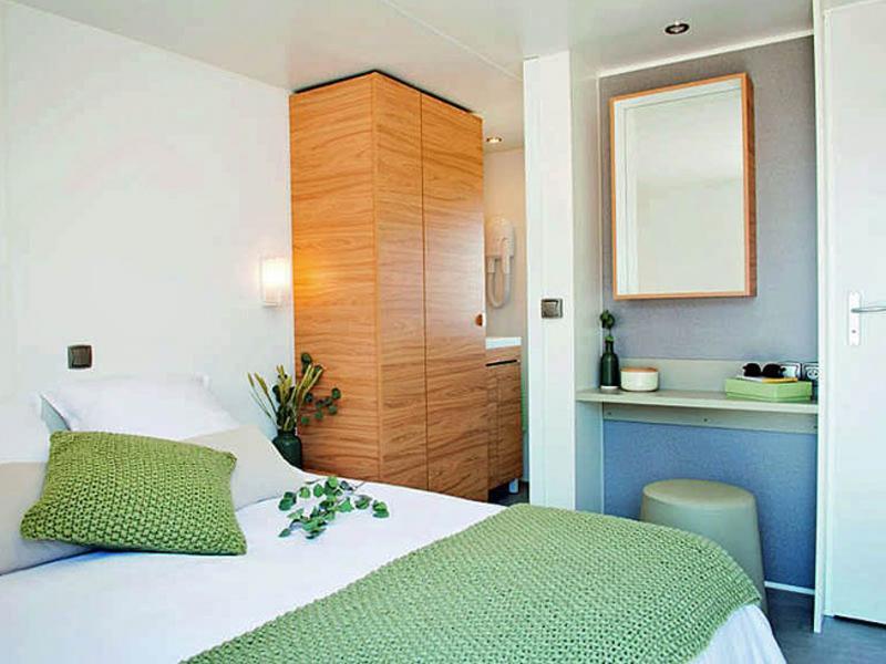 location-mobil-home-avec-chambre-parentale-camping-saint-cyprien-bonnes-vacances-sarl