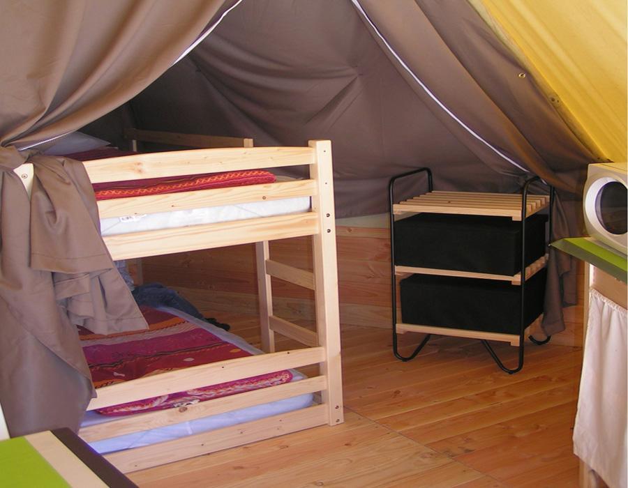 location-tipi-insolite-2-chambres-4-personnes-camping-nature-bonnes-vacances-sarl