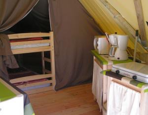 location-tipi-insolite-2-chambres-4-personnes-camping-nature-proche-parthenay-bonnes-vacances-sarl