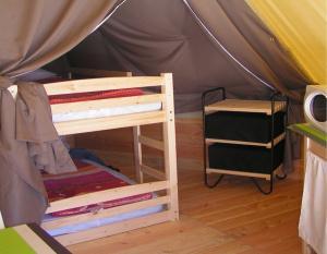 location-tipi-insolite-2-chambres-4-personnes-camping-nature-proche-puy-du-fou-bonnes-vacances-sarl
