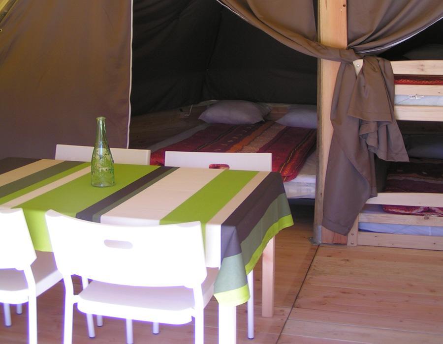 location-tipi-insolite-2-chambres-4-personnes-lit-double-camping-nature-bonnes-vacances-sarl