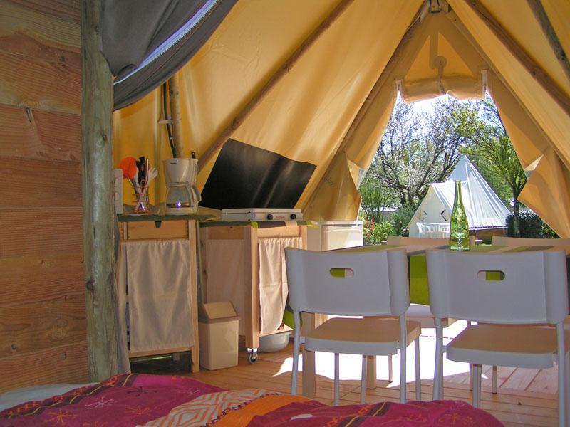 location-tipi-insolite-2-chambres-cuisine-camping-vendee-bonnes-vacances-sarl