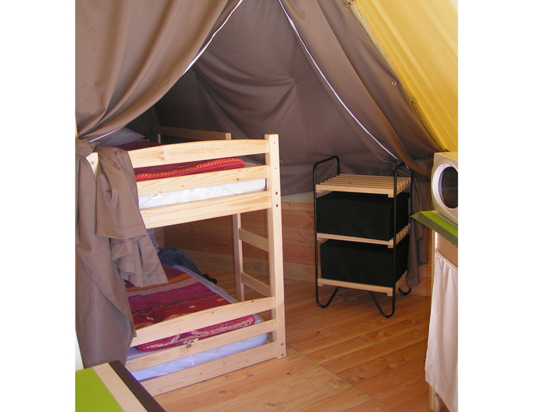 location-tipi-insolite-2-chambres-lit-simple-camping-vendee-bonnes-vacances-sarl