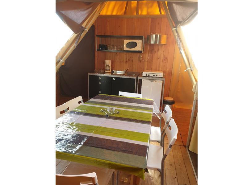 location-tipi-insolite-3-chambres-cuisine-camping-vendee-bonnes-vacances-sarl