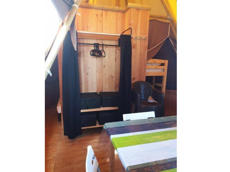 location-tipi-insolite-3-chambres-sejour-camping-vendee-bonnes-vacances-sarl