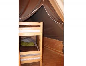 location-tipi-insolite-6-personnes-lit-simple-camping-nature-bonnes-vacances-sarl
