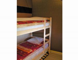 tente-meublee-2-chambres-5-personnes-camping-secondigny-bonnes-vacances-sarl