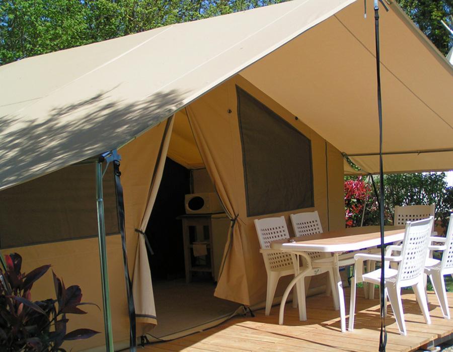 tente-meublee-2-chambres-avec-terrasse-camping-deux-sevres-bonnes-vacances-sarl