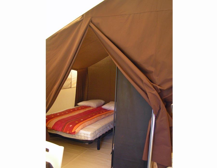 tente-meublee-2-chambres-camping-secondigny-bonnes-vacances-sarl