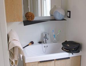 location-mobil-home-1-chambre-2-personnes-avec-douche-camping-hautibus-bonnes-vacances-sarl