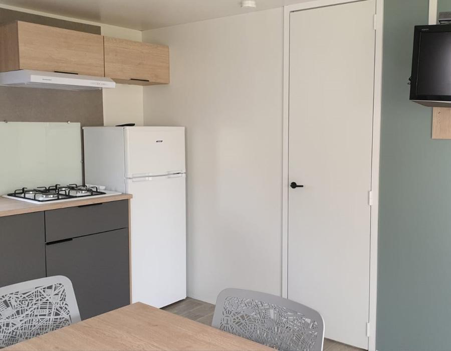 location-mobil-home-1-chambre-2-personnes-avec-cuisine-camping-secondigny-bonnes-vacances-sarl